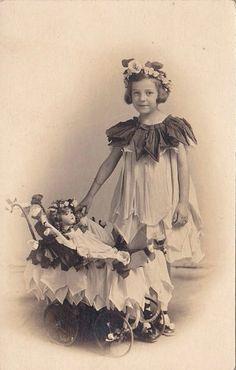 Первые хозяйки, первые наряды. Антикварные куклы на старинных фотографиях / Интересное, антикварные куклы / Бэйбики. Куклы фото. Одежда для кукол