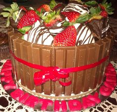 kit kat cake- I've seen it with m&m's on top, but I think I like the chocolate covered strawberry idea even better M&ms Cake, Cupcake Cakes, Candy Cakes, Strawberry Cakes, Chocolate Covered Strawberries, Love Cake, Cookies, Cute Cakes, Shower Cakes