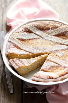 PASTIERA NAPOLETANA (Campania): an Easter cake made with shortcrust pastry filled with a cream of wheat and ricotta, flavored with orange blossom water and spices Italian Cake, Italian Desserts, Italian Recipes, Sweet Recipes, Cake Recipes, Dessert Recipes, Pastiera Recipe, Ricotta, Catering