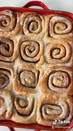 Tasty Videos, Food Videos, Easy Baking Recipes, Cooking Recipes, Comida Diy, Easy Snacks, Diy Food, Cinnamon Rolls, Sweet Recipes
