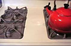Tips on how to easily clean the drip pans and burners on your gas range / stove
