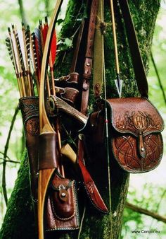 Longbow and side-quiver, oak tree II