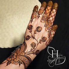 Khafif Mehndi Design, Floral Henna Designs, Henna Designs Feet, Finger Henna Designs, Back Hand Mehndi Designs, Mehndi Designs For Beginners, Modern Mehndi Designs, Mehndi Design Pictures, Mehndi Designs For Girls