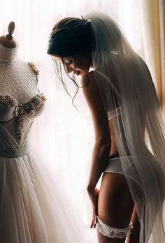 must take photos wedding dress in boudoir with dress modawoow - Bridal Gowns Wedding Fotos, Wedding Boudoir, Wedding Pics, Wedding Bells, Wedding Dresses, Wedding Stuff, My Perfect Wedding, Dream Wedding, Wedding Day