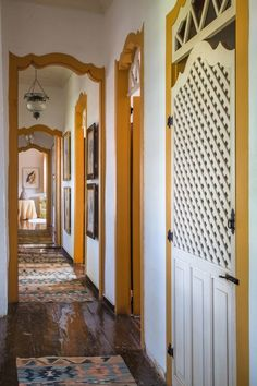 Conheça a casa do príncipe João de Orleans e Bragança Além de ponto turístico, o casarão de 1850 possui tem agenda badalada e é o despojado lar de dom João de Orleans e Bragança e Claudia Melli 03/01/2017| TEXTO SIMONE RAITZIK | FOTOS ANDRÉ NAZARETH