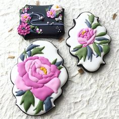 Wow these are so beautiful I couldnt not pin! Cookie Connection