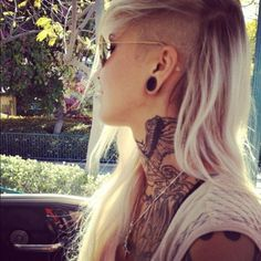 Lord knows I love me an undercut! IF I had long hair, this is what I'd do!