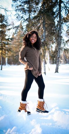Betabrand Sweater: Is the Betabrand Black Sheep Sweater Worth It? Street Style Summer, Casual Street Style, Street Style Women, Black Fashion Bloggers, Black Women Fashion, Alaska Fashion, Monochrome Outfit, Blazer Outfits