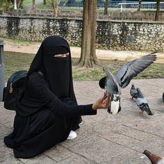 Rara pakai niqab Farha lawa ka tak? . . . . . . For order, dm rara