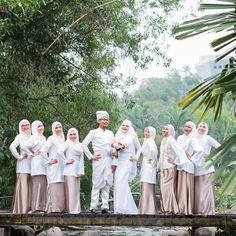 Happy happy friday! Lagi happy bila tgk gambar cantik customer share  groom in #arenatwakl  P/s: kalau nak kain sepadan macam dalam gambar, kami boleh sewakan 7 pasang kain sahaja/ tudung sahaja untuk bridesmaids dengan harga yang teramatlah berpatutan. Whatsapp 0169002860 to know more ya!