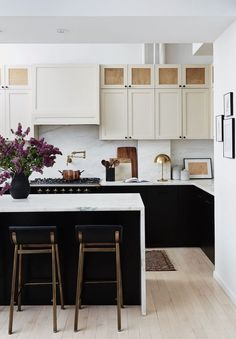 Handsome two-tone kitchen