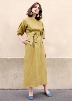 Mustard Green Linen Long Dress – The Frankie Shop Clothes For Summer, Dress For Summer, Clothes For Women, Smart Casual Fashion Women, Modest Fashion, Fashion Outfits, Womens Fashion, Fashion Fashion, Linen Dresses