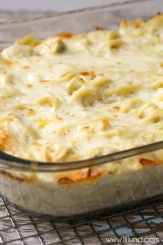 Easy and delicious Cheesy Chicken Tetrazzini - a family favorite dinner meal! { lilluna.com } Chicken and pasta in a creamy sauce with lots of flavor!!