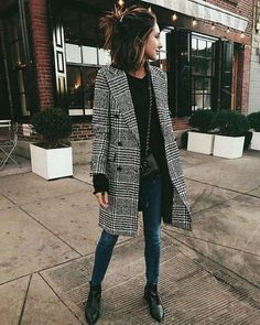 25 Street Style Outfit To Update You Wardrobe Today black and white checked peacoat with dark jeans and black booties. Visit Daily Dress Me at for more inspiration. Street Style Outfits, Looks Street Style, Mode Outfits, Looks Style, Fall Outfits, Fashion Outfits, My Style, Fashion Boots, Street Outfit