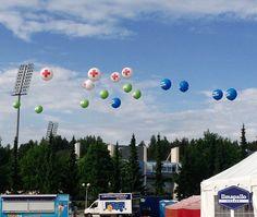 Jätti-ilmapalloilla voi helposti myös merkata esim. festareilla ja muissa ulkotapahtumissa erilaisia pisteitä.