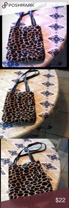 Frankie & Johnnie Leopard print purse NWOT Fake fur material Frankie & Johnnie purse. Frankie & Johnnie Bags