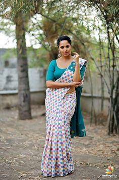 Anasuya Bharadwaj Spicy Looks In Saree - Actress Doodles Beautiful Girl Indian, Beautiful Saree, Beautiful Indian Actress, Sonam Kapoor, Deepika Padukone, Glam Photoshoot, Saree Models, Indian Beauty Saree, Indian Sarees