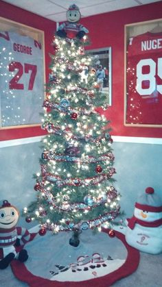 Buckeye Christmas Tree. Photo by @rocky_rhodes19 on Twitter.