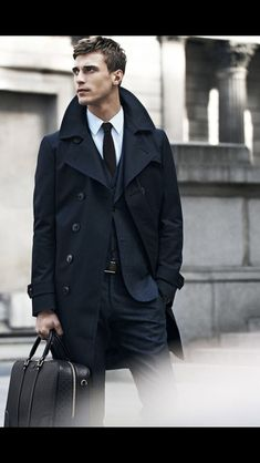 Winter outfits for Business Men - Winter is that time of year were most people would just like to stay indoors in front of an open fire with a mug of hot chocolate. But for the business man this can only be a weekend luxury as during the week he is out battling the elements on route to work.
