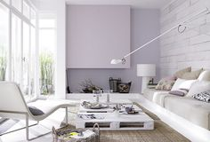 Ambiente branco com palete