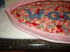 adding a fabric binding to a hooked rug - tutorial