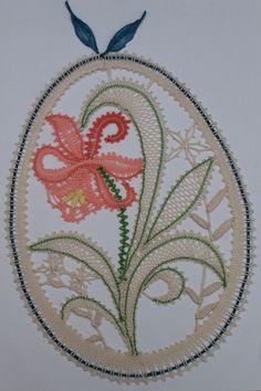 Veľkonočná ozdoba závesná Lace Weave, Bobbin Lacemaking, Types Of Lace, Lace Art, Bobbin Lace Patterns, Victorian Lace, Point Lace, Lace Jewelry, Lace Making