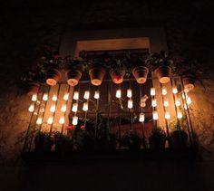 """El Instagram de @lagranescapada: """"La iluminación medieval vuelve a #Pedraza en la Noche de las Velas. 😃 #instagrammers #experiences #EscapadaConVelas #conciertodelasvelas #travelling #Picoftheday #instatravel #segovia #travel #nofilters #castillayleon #night #spain #pedraza #nochedelasvelas #medieval #balcon #velas #noche"""" #AmbientairIluminaPedraza #conciertosdelasvelas"""