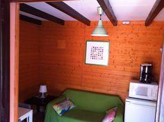Interior del bungaló tipo Torre, para 2 personas y con posibilidad de una tercera en el sofá-cama
