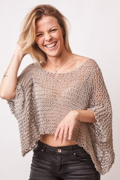 Crop top, loose knit cotton merino, beige bohemian clothing, summer short sleeve… – Style is art Blouse Au Crochet, Crochet Poncho, Crochet Top, Cropped Tops, Summer Knitting, Hand Knitting, Böhmisches Outfit, Summer Sweaters, Knit Fashion