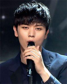 Sungjae - 150705 Inkigayo Sung Jae, Sungjae Btob, Pop Group, Actors & Actresses, Kdrama, Singing, Gifs, Handsome, Kpop