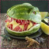 18 Scary-good dinosaur foods to celebrate Jurassic World: Jurassic Park party (watermelon recipes birthday parties) Dinosaur Watermelon, Dinosaur Food, Watermelon Carving, The Good Dinosaur, Watermelon Recipes, Watermelon Head, Watermelon Monster, Carved Watermelon, Dinosaur Train