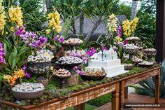 Por Katia Criscuolo #flores #flowers #weddingdecor #wedding #weddingcake #table #idea #inspiration #decor #weddingidea #inspirationwedding #casamento #decordecasamento #mesadebolo #bemcasado