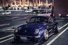 Purple Porsche 991 at Daikoku Futo.