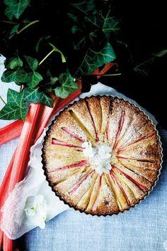 Rabarberkage med hvid chokolade og mandelmel Bakery Cakes, Food Cakes, Cake Recipes, Dessert Recipes, Delicious Desserts, Yummy Food, Danish Food, Food Crush, Rhubarb Recipes