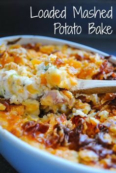 Looking for a leftover mashed potato recipe? This Loaded Mashed Potato Bake casserole is the most delicious way to use up leftovers. It's loaded with bacon, cheese and sour cream! Homemade Mashed Potatoes, Loaded Mashed Potatoes, Leftover Mashed Potatoes, Mashed Potato Recipes, Potato Dishes, Food Dishes, Side Dishes, Ranch Potatoes, Hasselback Potatoes