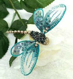 На днях родилась вот такая брошь стрекоза. Долго я сопротивлялась всеобщему увлечению насекомыми. А теперь мне хочется и хочется их делать. #лидиялихтиновадизайн #вышивка #стрекоза #embroidery #dragonfly #brooch #брошь #handmade_ru_jewellery #gm_embroidery #em_hm #вышитаяброшь