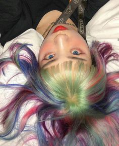 Image about girl in ᵀᴴᴵᴺᴷᴵᴺᴳ ᴮᴼᵁᵀ ᴳᴵᴿᴸˢ by 地獄 少女 Hairstyles With Bangs, Pretty Hairstyles, Girl Hairstyles, Hair Inspo, Hair Inspiration, Sup Girl, Soft Grunge Hair, Pelo Multicolor, Aesthetic Hair