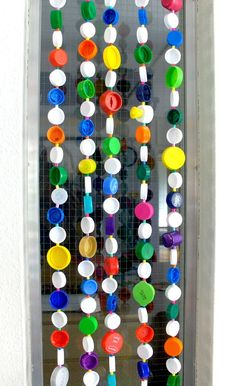 DIY - room divider made of upcycled plastic caps Recycled Crafts, Diy And Crafts, Crafts For Kids, Arts And Crafts, Plastic Bottle Tops, Plastic Caps, Bottle Cap Art, Bottle Cap Crafts, Diy Room Divider