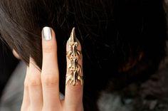 Vertebrae finger cuff