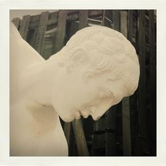 Carrara, oggetti fotografati alla Scuola d'Arte