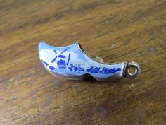 Vintage silver HOLLAND DANISH ENAMEL WOODEN SHOE CLOG SOUVENIR BRACELET charm   | eBay