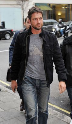 Gerard Butler wearing Prps jeans.http://www.lineafashion.com/store/mens-prps-407