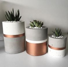 Handmade is happiness – Beton Diy – Vase Diy Concrete Crafts, Concrete Art, Fleurs Diy, Beton Diy, Cement Pots, Diy Décoration, Diy Planters, Diy Concrete Planters, Succulent Planters