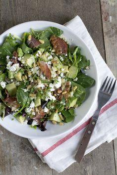 Salade met couscous, avocado en krokant gebakken spek | via BrendaKookt.nl