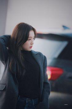 Seulgi, Kpop Girl Groups, Korean Girl Groups, Velvet Vans, Korean Airport Fashion, Red Velvet Irene, Hey Girl, Airport Style, Cute Icons