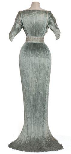 """Delphos"" dress | Mariano Fortuny | Italy; Venice | 1905-1907 | pongee silk, Murano glass | Les Arts Décoratifs | Inventory #: 86-62-2"