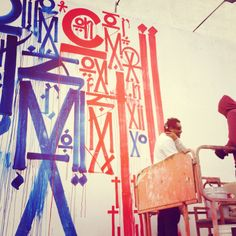 Saw Retna painting the new Bowery mural