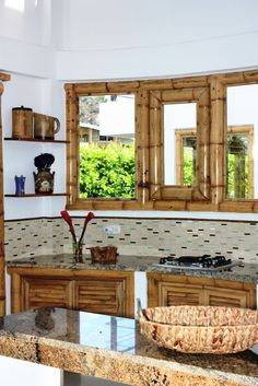 Diseño y construcción de la Casa Calvo ubicada en el municipio del Carmen de Apicalá en el departamento del Tolima por Zuarq Arquitectos. Bamboo Furniture, Furniture Design, Casa Bunker, Old Style House, Bamboo House Design, Bamboo Building, Hut House, Tiki Bar Decor, Bamboo Construction