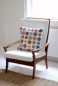 I am really liking crocheted granny squares these days - and this pillow is gorgeous