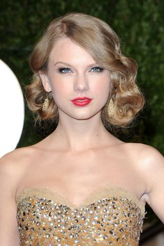 Taylor Swift sparkly sweetheart dress